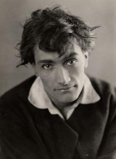 01. GRAZIELLA -  Antonin Artaud pour le film de Marcel Vandal (1926). Épreuve argentique d'époque (20,5x15 cm). 2 000 / 3 000 €.