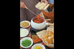 HOT-DOG , SELF SERVICE... MUITO BOA IDEIAA...  Chá de cozinha: 20 ideias gastronômicas para servir e encantar os convidados