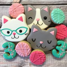 the sweetest kitty cookies made to match the sweetest kitty plates ☺️ i think balls of yarn are my new favorite cookie 😻 . Cat Cookies, Fancy Cookies, Royal Icing Cookies, Cupcake Cookies, Cat Cupcakes, Kitten Party, Cat Party, Birthday Cookies, Cat Birthday Cakes