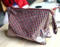 Cozette *: The toilet bag: a guide Sewing Hacks, Sewing Tutorials, Sewing Projects, Diy Clutch, Diy Purse, Diy Couture Trousse, Diy Bags Purses, Boho Bags, Fabric Bags