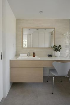洗面カウンター: atelier137 ARCHITECTURAL DESIGN OFFICEが手掛けた浴室です。