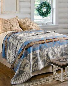 大判サイズはベッドカバーとしても使えます。エスニックな感じがとてもかわいいですね。お部屋のアクセントになりますよ。