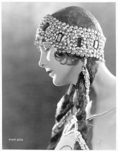 Leatrice Joy- 1920s flapper fashion, portrait