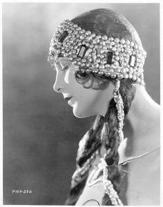Leatrice Joy- 1920s flapper fashion, portrait