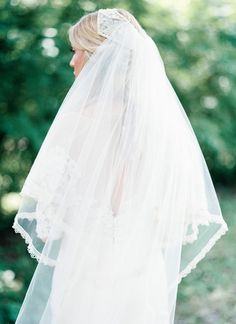 gorgeous lace-trimmed veil | geneoh photography #wedding