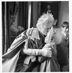Clementine Churchill kissing her granddaughter just before she set off for Westminster Abbey and the Coronation in 1953