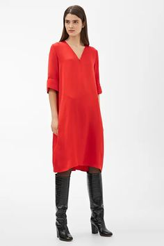 Model front image of Arket a-line satin dress in red Jersey Shirt Dress, Satin Shirt, Capsule Wardrobe, Types Of Dresses, Casual T Shirts, Satin Dresses, Everyday Look, Dress Backs, Women Wear