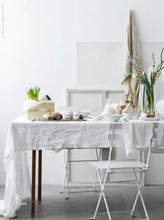 Beautiful easter breakfast setting - via Coco Lapine Design