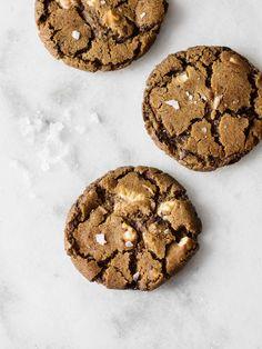 chocolate chip, espresso & marshmallow cookies- without the marshmallow Marshmallow Cookies, Köstliche Desserts, Delicious Desserts, Dessert Recipes, Delicious Cookies, Chocolate Marshmallows, Chocolate Chip Cookies, Chocolate Truffles, Chocolate Brownies