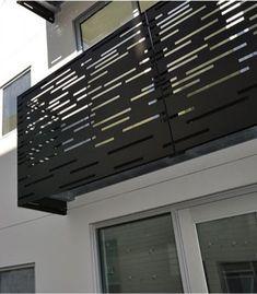 balcon balustrada panou decupat otel balcon cu balustrada din otel decupat la o casa din arges Window Grill Design Modern, Balcony Grill Design, Balcony Railing Design, Staircase Design, Front Gate Design, Door Gate Design, Facade Design, Fence Design, Casa Patio
