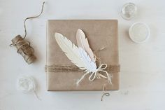 tránsito inicial #feathers #gift #wrap