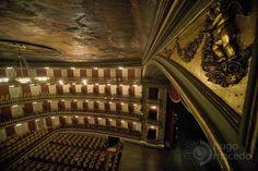 Parte interna do Teatro da Paz mostrando um possível ângulo de cenário, onde haverá interação.
