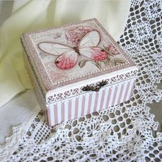 Cajas 15 años Decoupage Box, Decoupage Vintage, Diy Recycling, Shabby Bedroom, Arts And Crafts, Paper Crafts, Shabby Chic Crafts, Jewellery Boxes, Vintage Box