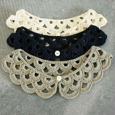 always looking for crochet collars. Crochet Collar Pattern, Col Crochet, Crochet Lace Collar, Crochet Shawl, Crochet Stitches, Diy Crafts Crochet, Crochet Projects, Pinterest Crochet, Knitting Patterns