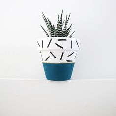 Hand Painted Plant Pot Teal Dash by ThisWayToTheCircus on Etsy Painted Plant Pots, Painted Flower Pots, House Plants Decor, Plant Decor, Flower Pot Art, Diy Planters, Fall Planters, Pottery Designs, Pottery Painting