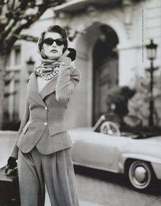 la femme fatale- I like the suit 80s And 90s Fashion, 1950s Fashion, Estilo Beatnik, Viejo Hollywood, Vintage Fashion Photography, Classy Aesthetic, Moda Vintage, Vintage Glamour, Looks Vintage