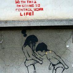 Street art by Banksy Street Art Banksy, Banksy Graffiti, Bansky, Urban Street Art, Urban Art, Pop Art, Amazing Street Art, Art Graphique, Street Artists