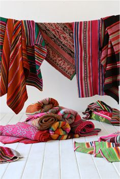 Bohemian Home Accessories Textiles – 6 Destinations in Central and South America For Traditional Textiles To Decorate Your Bohemian Home… […] Home Textile, Textile Design, Peruvian Textiles, Design Industrial, Deco Boheme, Deco Table, Home And Deco, Colorful Rugs, Boho Decor