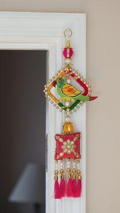 Door Hanging Decorations, Wall Hanging Crafts, Frame Wall Decor, Frames On Wall, Diwali Decoration Items, Thali Decoration Ideas, Diwali Diy, Diwali Craft, Diy Home Crafts