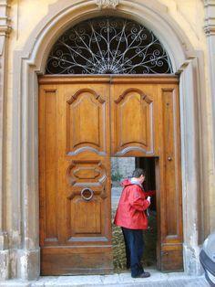 Interesting door design we came across in Urbana, Italy. Custom Wood Doors, Door Design, Italy, Windows, Architecture, Pictures, Home Decor, Arquitetura, Photos