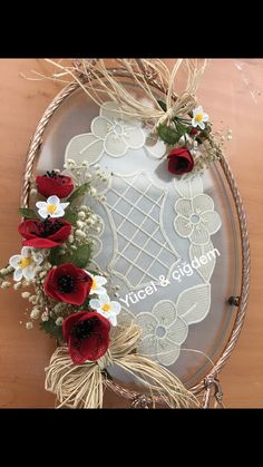 This Pin was discovered by Bah Rakhi Gifts, Needle Lace, Diy Flowers, Quilling, My Design, Diy And Crafts, Wedding Planning, Crochet Patterns, Embroidery