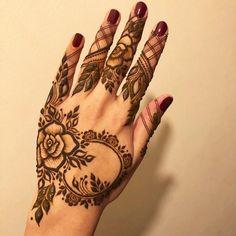 Trendy And Stunning 140 Finger Mehndi Designs For 2020 Brides Pretty Henna Designs, Rose Mehndi Designs, Latest Henna Designs, Mehndi Designs For Girls, Stylish Mehndi Designs, Wedding Mehndi Designs, Mehndi Designs For Fingers, Beautiful Mehndi Design, Latest Mehndi Designs