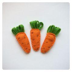 Значок-морковка