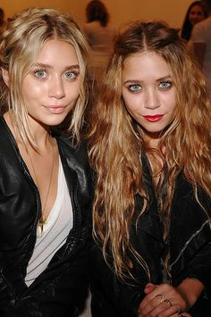 The Beauty Evolution of Mary-Kate and Ashley Olsen, their hair is beautiful! Mary Kate Ashley, Mary Kate Olsen, Bad Hair, Hair Day, Estilo Folk, Olsen Twins Style, Jenifer Aniston, Celebrity Beauty, Grunge Hair
