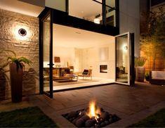 foyer-extérieur-gaz-moderne-encastré-terrasse-pierre