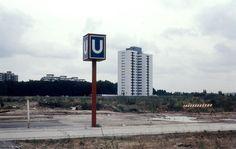 Gropiusstadt, 1971. Die Häuser entstehen, die Bäume kommen später, die U-Bahn ist schon da: der Bahnhof Lipschitzallee. Foto: Gerhard Meyer