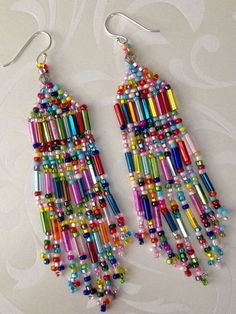 Super beaded confetti long beaded seed bead earrings - pearl jewelry - Beautiful, super long seed bead beaded earrings with bright metallic mirror bugles and multicolored - Beaded Necklace Patterns, Seed Bead Patterns, Jewelry Patterns, Beading Patterns, Bead Embroidery Patterns, Beaded Embroidery, Color Patterns, Seed Bead Tutorials, Beading Tutorials