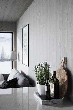 En lugn oas i grått, vit snö och tid att bara vara. #Norrlandsträ #Panel #Golv #Trägolv #Takpanel #Trä #Inredning #Inredningsdetaljer #Renovering #Nordic #Nordicinterior #Scandinavian #Scandinavianhome #Scandinavianstyle #Fjäll #Fjällen #Fjällstuga #Eldstad