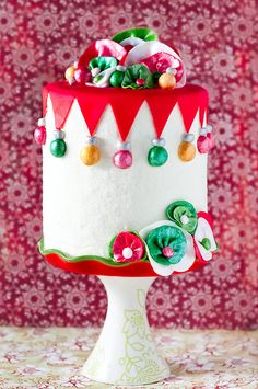 little christmas cake - decorations on this cake is too cute!