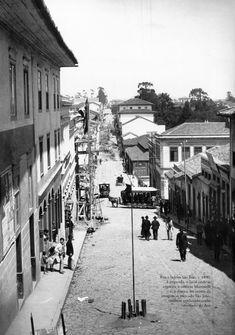 1890 - Rua e ladeira São João. À esquerda, o local onde se ergueria o edifício Martinelli e, à direita, no centro da imagem , o mercado São João, também conhecido como Mercado do Acu. Foto de Marc Ferrez. Acervo do Instituto Moreira Salles.