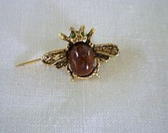 Small bee brooch in brown gold honey amber by PurePearlBoutique