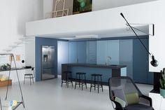Une cuisine bleu qui mixe les nuances