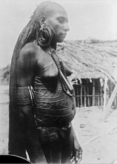 Papua | Portrait of a Marind woman.  Marind, Merauke Regency | ca. 1907/8, photo was taken during the 1st Military Exploration of Dutch New Guinea on the south coast, lead by Lt. Gooszen