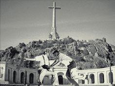 Valle de los Caídos. Paris Skyline, Collage, Travel, Surrealism, Falling Down, Cities, Historia, Collages, Viajes