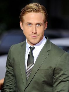 Ryan Gosling Fat, Ryan Gosling Movies, Ryan Gosling Style, 50 Shades Of Grey, Fifty Shades, Ryan Cooper, Classic Mens Hairstyles, Wavy Hairstyles, Undercut With Beard