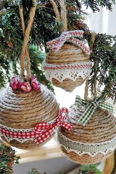 Diy christmas crafts 367254544604119643 - How to make your own DIY Christmas Baubles – from these retro ones to personalised penguines using upcycled old lightbulbs. Source by beadandwireflowers Homemade Christmas Tree Decorations, Rustic Christmas Ornaments, Handmade Christmas, Ornaments Ideas, Ornaments Design, Christmas Baubles To Make, Christmas Tree Decorations To Make, Christmas Decorations Australian, Christmas Decorations Diy Crafts