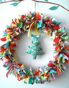 23 Amazing Alternative Christmas Wreath Ideas Every Kirstie Allsopp Wannabe Will Love Wreath Crafts, Diy Wreath, Holiday Crafts, Holiday Fun, Diy Crafts, Holiday Decor, Rag Wreaths, Thanksgiving Holiday, Wreath Ideas