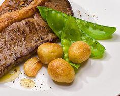 Como fazer contrafilé com batatas coradas e salada | Blog Minerva