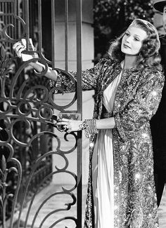 """Rita Hayworth in """"Gilda"""". - Rita Hayworth in """"Gilda"""". Old Hollywood Actresses, Hollywood Icons, Old Hollywood Glamour, Golden Age Of Hollywood, Vintage Hollywood, Hollywood Stars, Classic Hollywood, Opera Do Malandro, Margarita"""