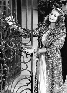 Rita Hayworth as Gilda. Love that evening coat.