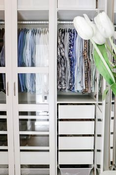 5 Easy Ways to Organize and Beautify Your Closet - Start spring cleaning early by using these tips and tricks on how to organize your closet in 2019 Decor, Organization, Interior, Home Decor Bedroom, How To Organize Your Closet, Closet Inspiration, Home Decor, Interior Design, Interior Design Bedroom