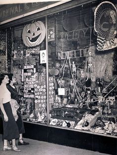 halloween store in the city of commerce