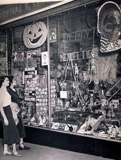 1950's Vintage Halloween Decorations Store Window...