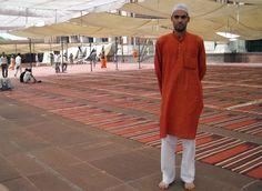 """""""Μου λένε ότι γύρισα από την Ινδία «διαφορετικός». Εγώ αισθάνομαι ότι γύρισα κάπως πιο κοντά σε αυτό που ήμουν."""" http://www.andro.gr/empneusi/christos-chryssopoulos/"""