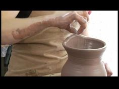 How to Make a Clay Pitcher : Pulling a Clay Pitcher Spout Ceramic Clay, Ceramic Pottery, Pottery Art, Clay Clay, Ceramic Techniques, Pottery Techniques, Pottery World, Clay Videos, Pottery Videos