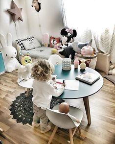 La table ronde pour jouer dans sa chambre